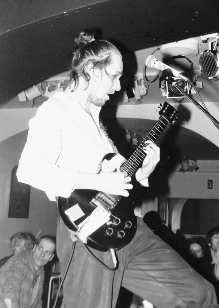 Neuroot-guitar-side