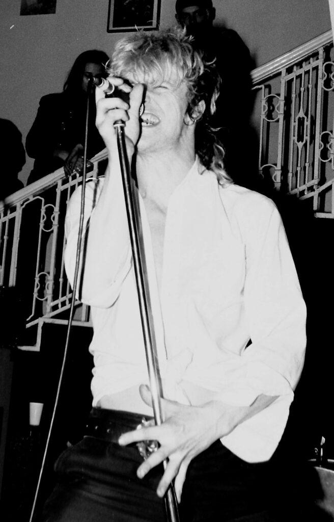 Neuroot-singer-front